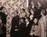 Quilt club viewing a quilt at a Tuley Park exhibition 1930s Tuley Park Quilt Club Photo by Chicago Park District Chicago, Illinois Courtesy of Susan Salser