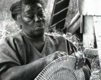 Woman making Gullah basket Folklife Resource Center, McKissick Museum The University of South Carolina Columbia, South Carolina www.cas.sc.edu/mcks